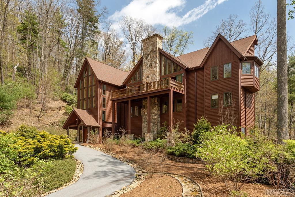 Photo of home for sale at 504 Sorrel Lane, Sapphire NC