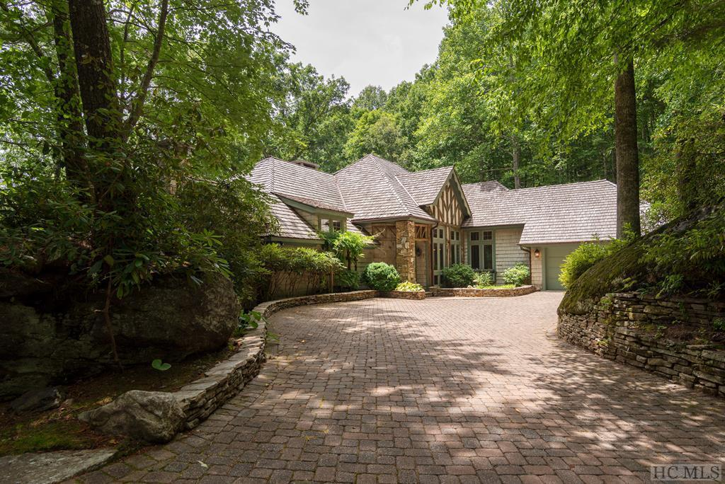 Photo of home for sale at 845 Cherokee Trace, Cashiers NC