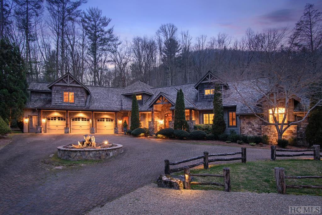 Photo of home for sale at 574 Cherokee Trail, Sapphire NC