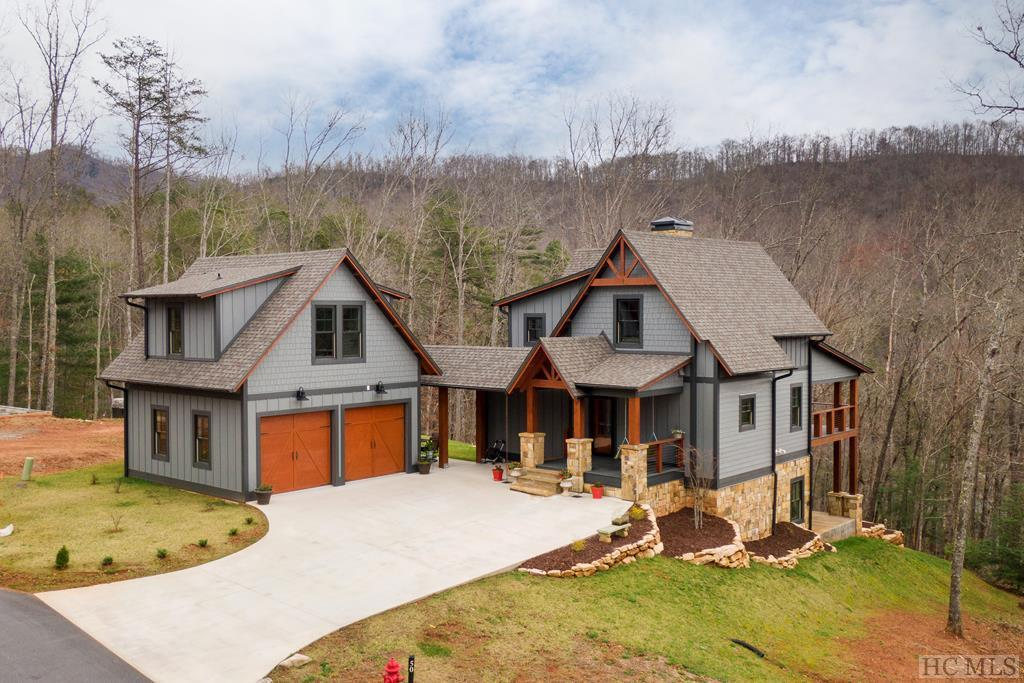 Photo of home for sale at 117 Amberleaf Way, Cullowhee NC
