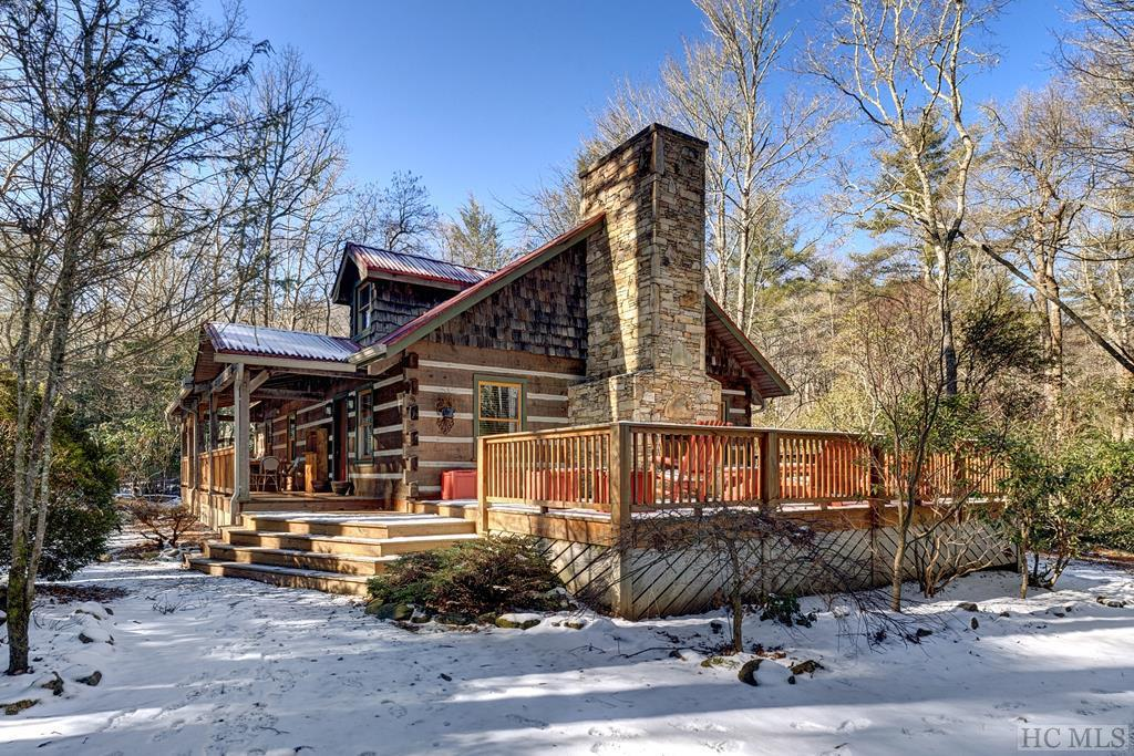 Photo of home for sale at 140 Timber Ridge Drive, Cashiers NC