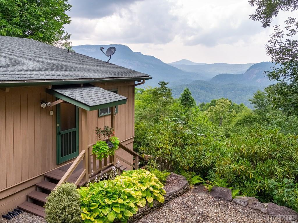 Photo of home for sale at 146 Bear Log Road, Cashiers NC