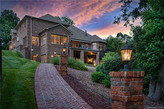 Photo of home for sale at 153 Fox Hunt Drive, Mooresville NC