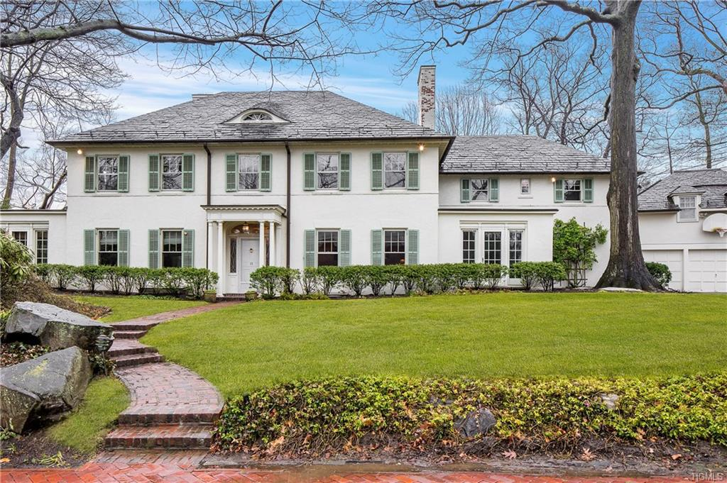 Photo of home for sale at 11 Plateau Circle, Bronxville NY