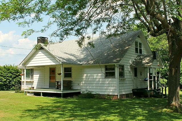 Photo of home for sale at 658 Horseshoe Lake Road, Swan Lake NY