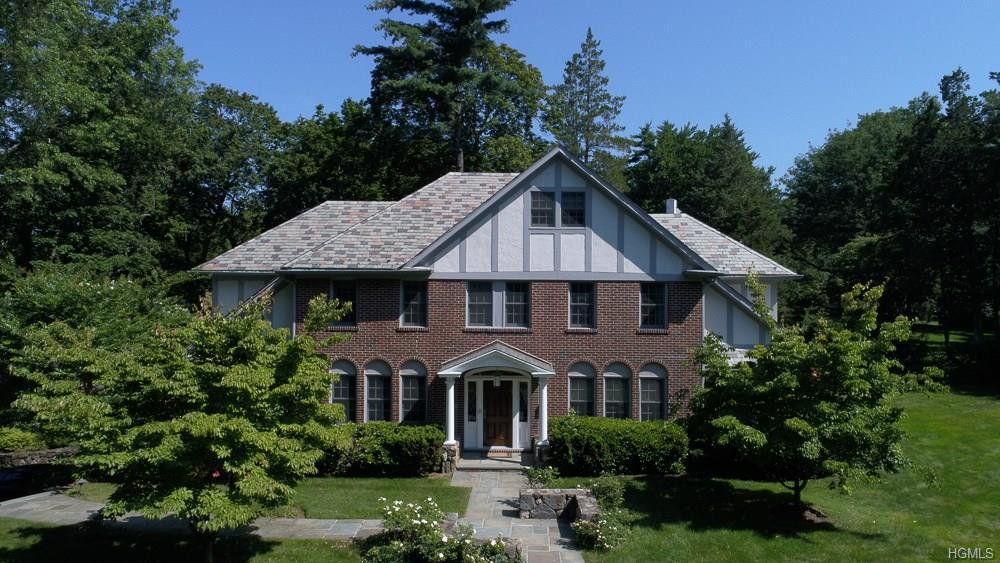 Photo of home for sale at 160 Overlook Road, New Rochelle NY