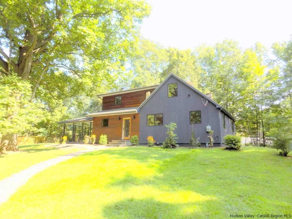31 Plochmann Lane Woodstock NY 12498