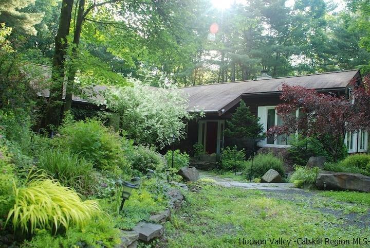 24 Plochmann Lane Woodstock NY 12498