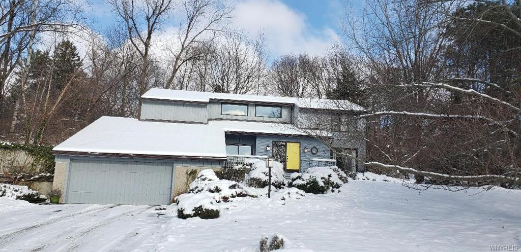 Photo of home for sale at 70 Kirkwood Drive, Aurora NY