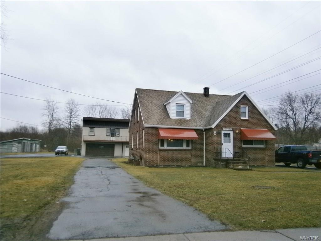 Photo of home for sale at 7359 Ward Road, Wheatfield NY