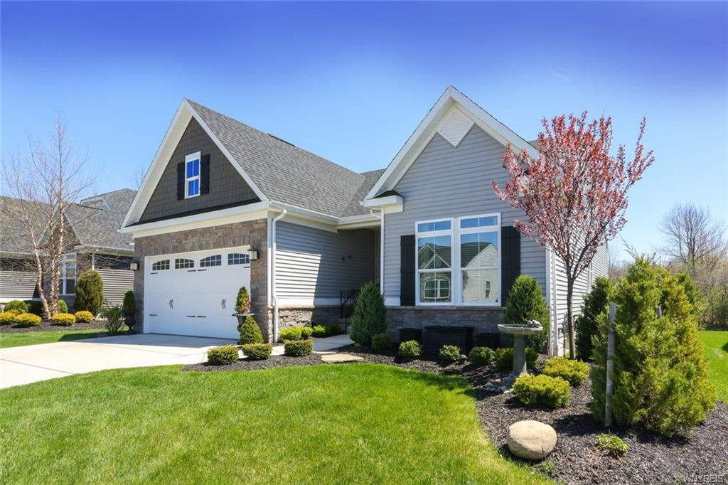Photo of home for sale at 15 Sonnet Drive, Orchard Park NY