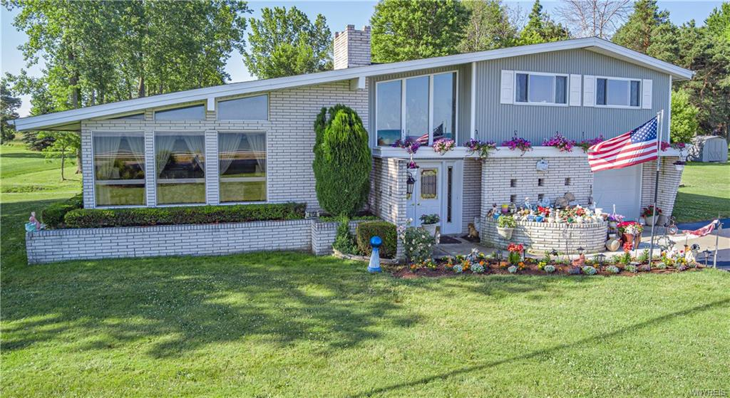 Photo of home for sale at 4158 Lake Road E, Wilson NY