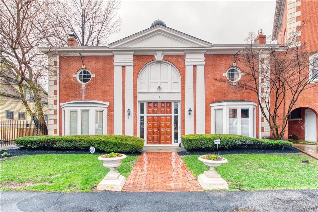 Photo of home for sale at 4 Symphony Circle, Buffalo NY