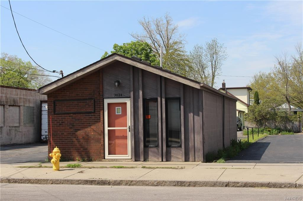 Photo of home for sale at 3024 Niagara Street, Niagara Falls NY