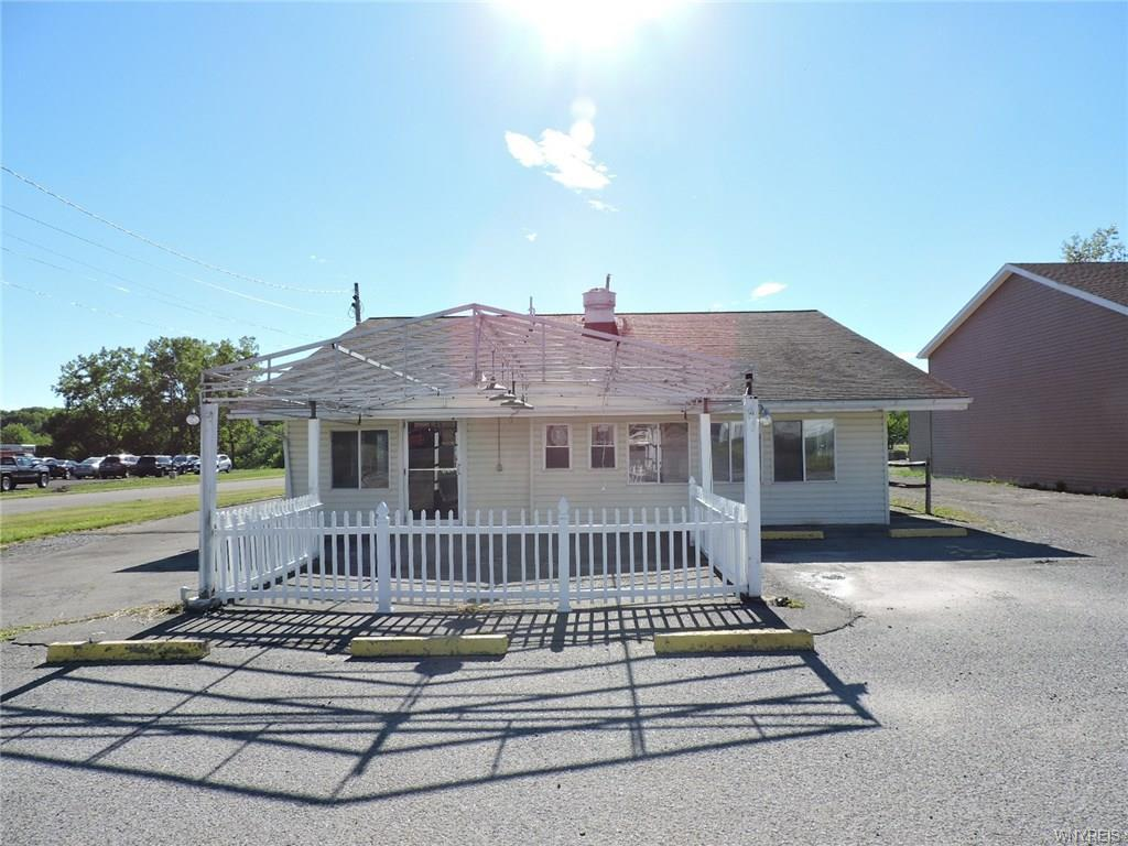 Photo of home for sale at 437 Olean Road, Aurora NY