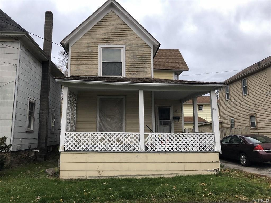 Photo of home for sale at 211 Oak Orchard Street E, Shelby NY