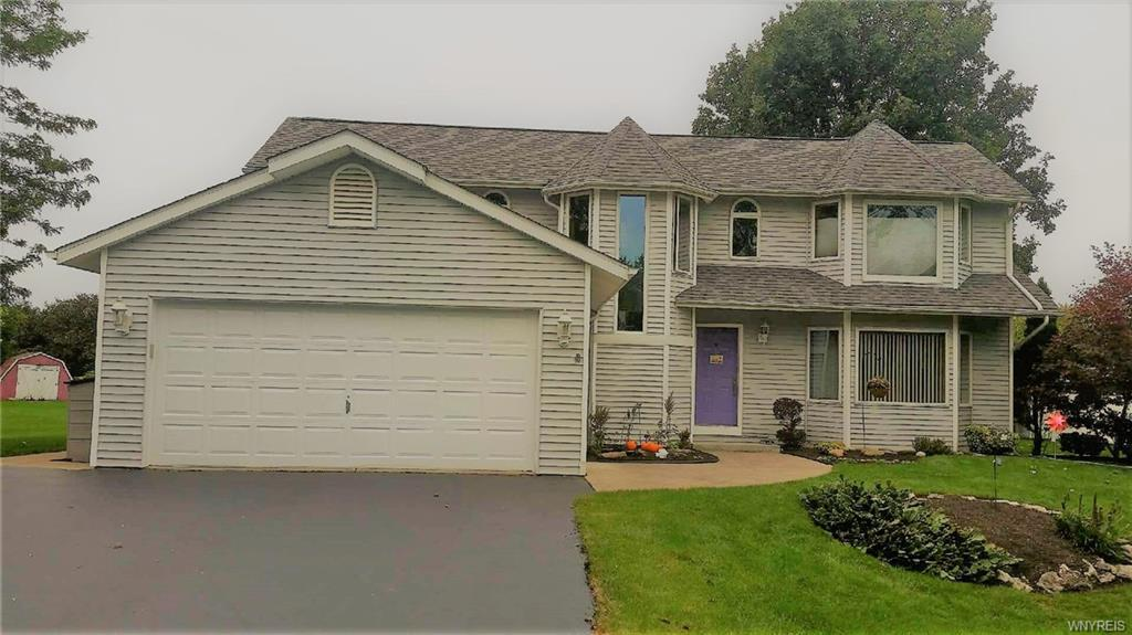 Photo of home for sale at 4410 Westwood Road, Clarence NY