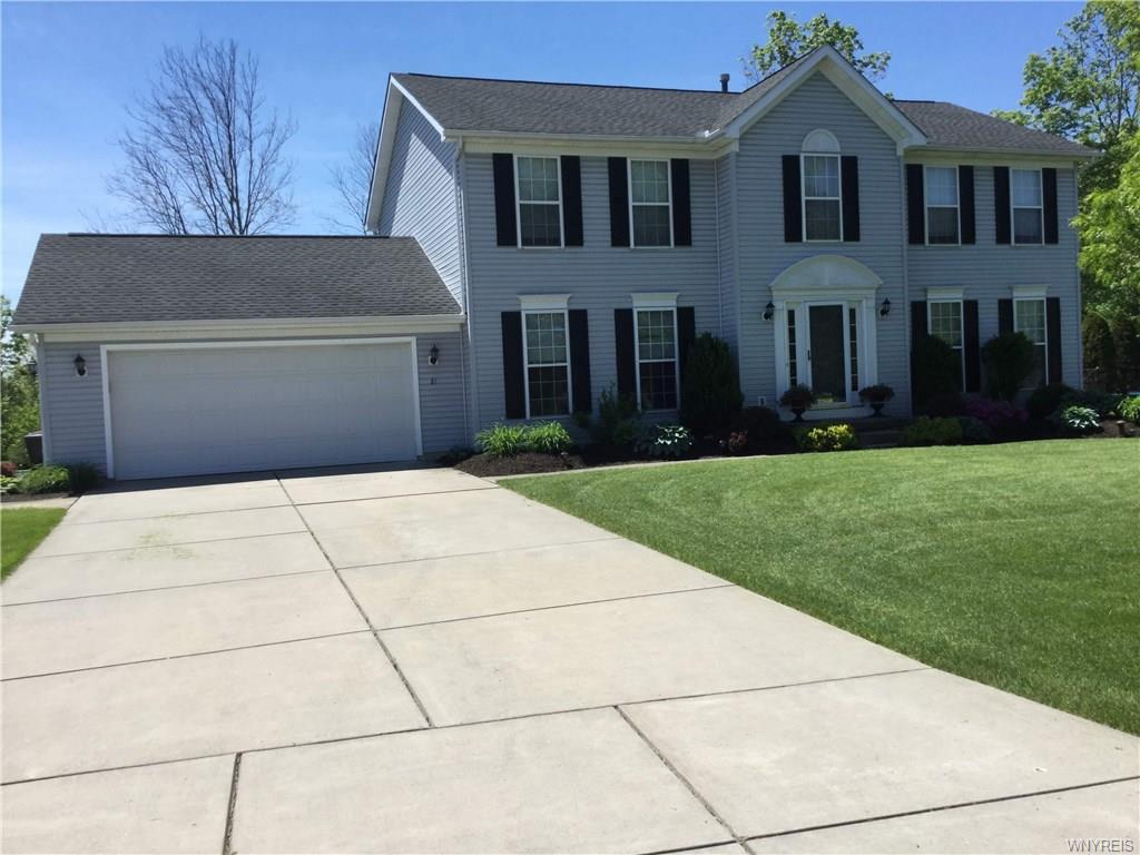 Photo of home for sale at 81 Hunters Ridge Road, Orchard Park NY