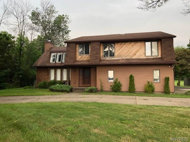 Photo of home for sale at 3398 East River Road, Grand Island NY
