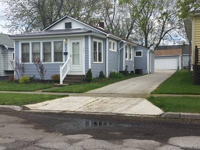 Photo of home for sale at 127 Lyndale Avenue, Tonawanda-town NY