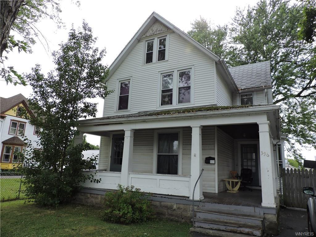 Photo of home for sale at 396 Pine Ridge Road, Cheektowaga NY