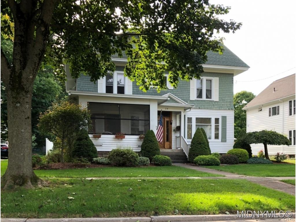 Photo of home for sale at 24 Hartford Terrace, New Hartford NY