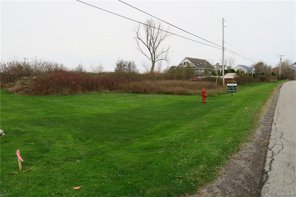Photo of home for sale at 14466 Lakeshore Road, Carlton NY