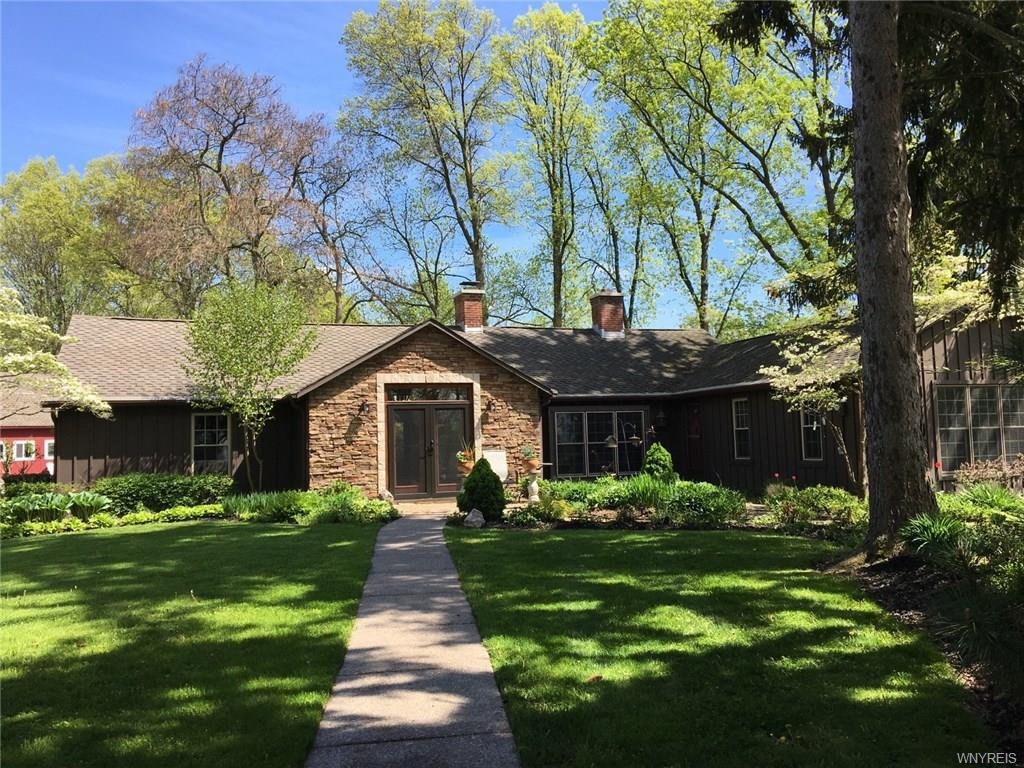 Photo of home for sale at 4489 Lower River Road, Lewiston NY