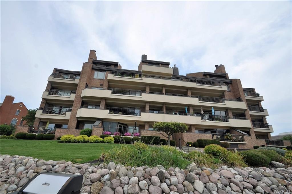 Photo of home for sale at 40 Waterfront Circle, Buffalo NY