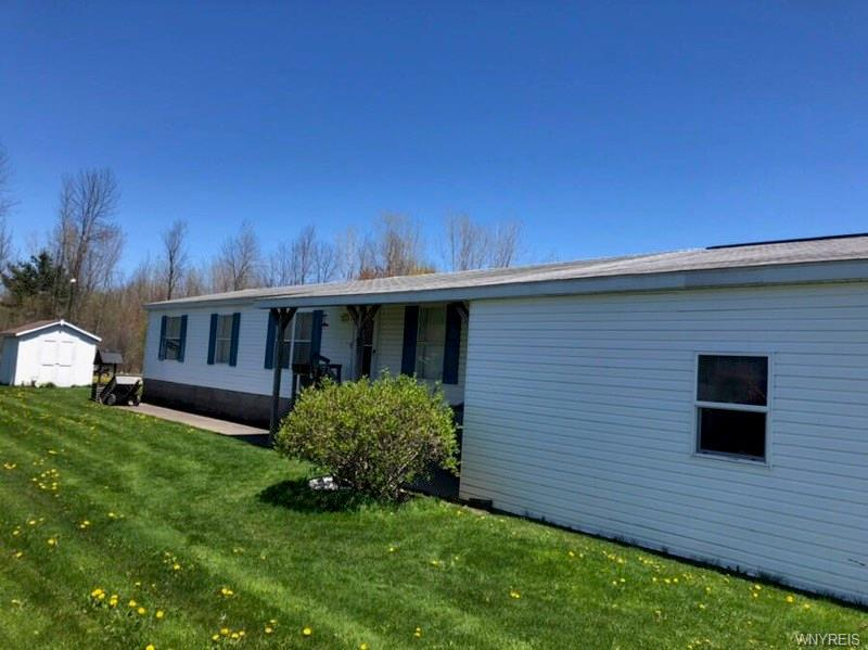 Photo of home for sale at 6267 Autumnview Station, Newfane NY