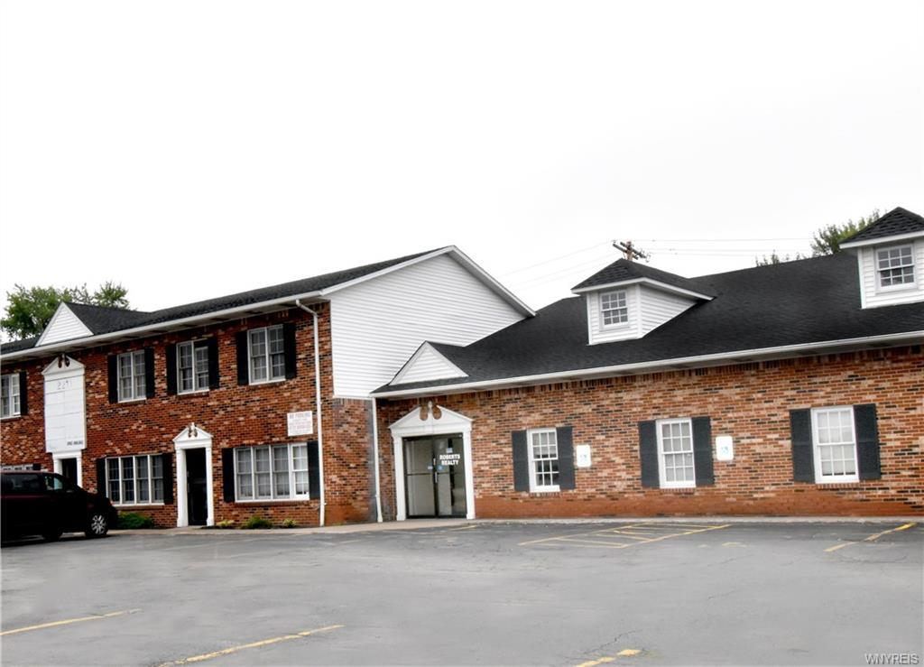 Photo of home for sale at 2195 Sheridan Drive, Tonawanda-town NY