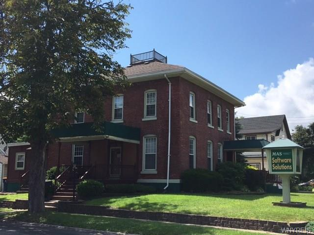 Photo of home for sale at 306 West Avenue, Lockport-city NY