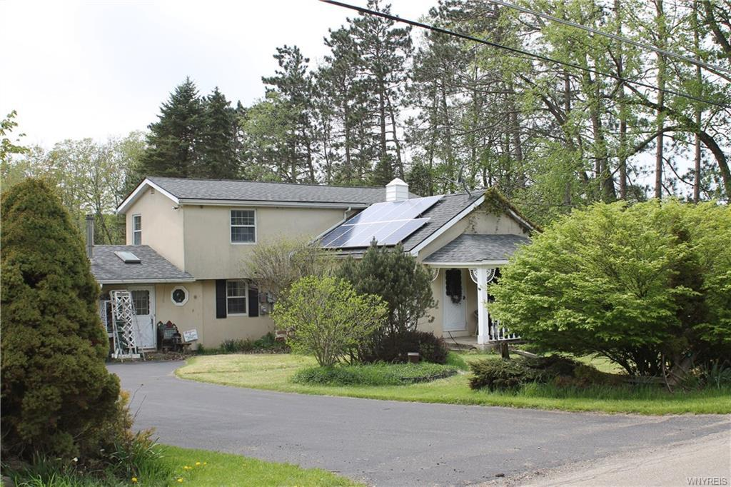 Photo of home for sale at 9868 New Oregon Road, Eden NY