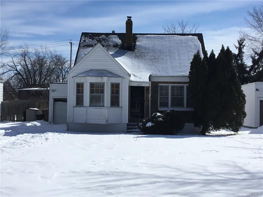 Photo of home for sale at 1699 Kensington Avenue, Cheektowaga NY