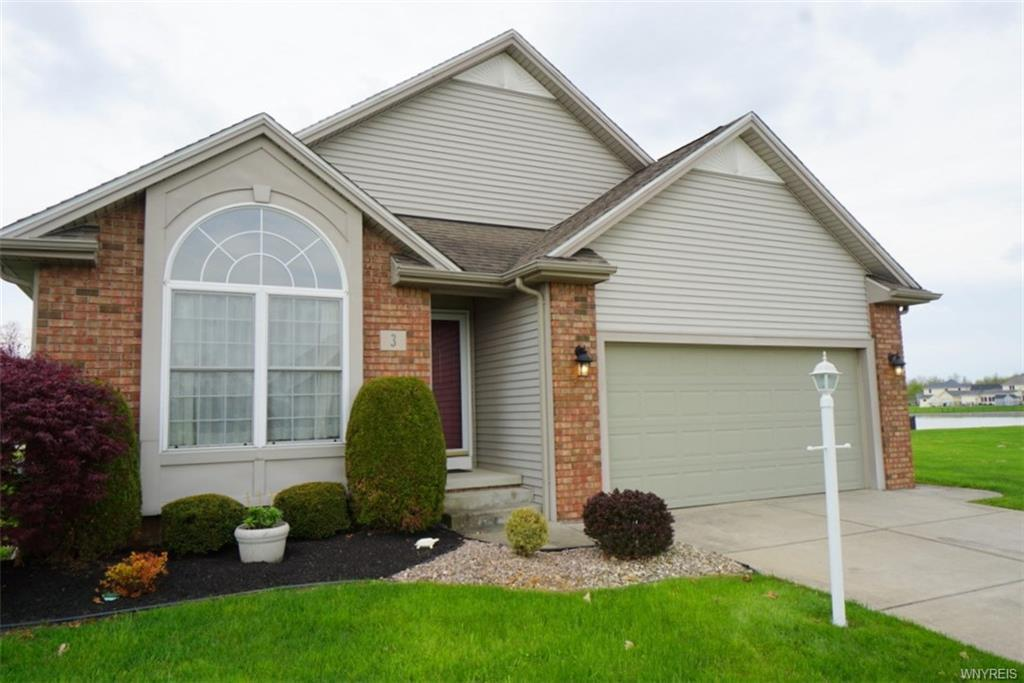 Photo of home for sale at 3 Starling Court, Wheatfield NY