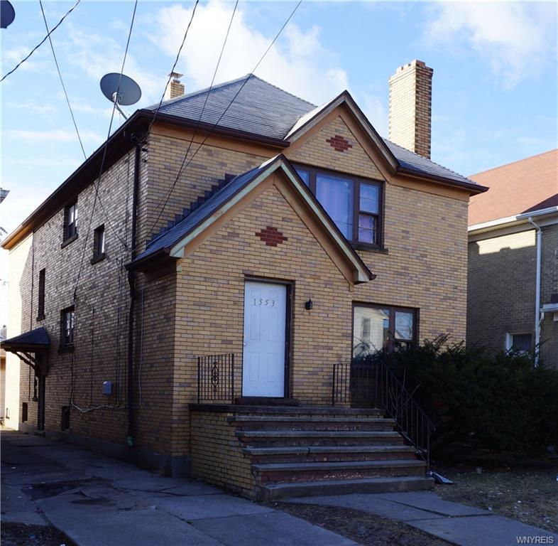 Photo of home for sale at 1553 Whitney Avenue, Niagara Falls NY