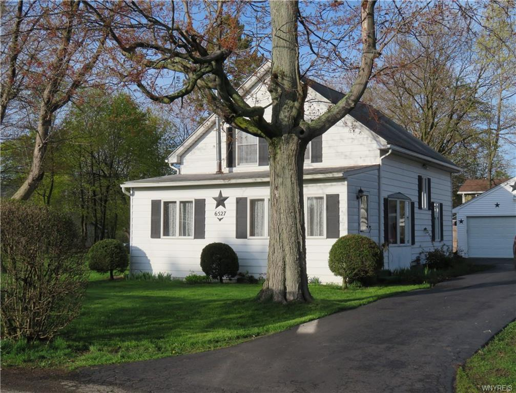 Photo of home for sale at 6527 Schuyler Drive, Evans NY