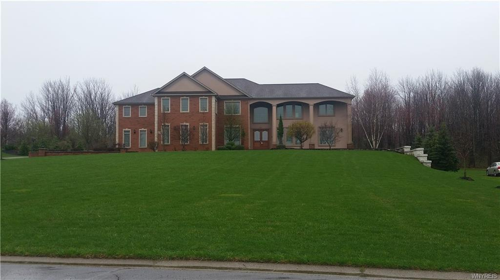 Photo of home for sale at 29 Grand View Trl, Orchard Park NY