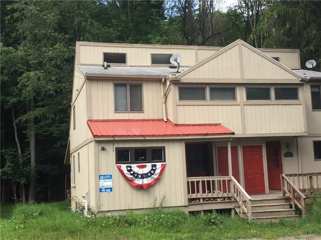 Photo of home for sale at 3 Holimont Avenue, Ellicottville NY