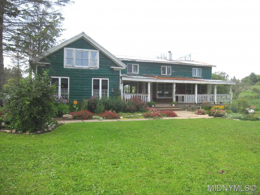 Photo of home for sale at 419 Hopson Road, Salisbury NY