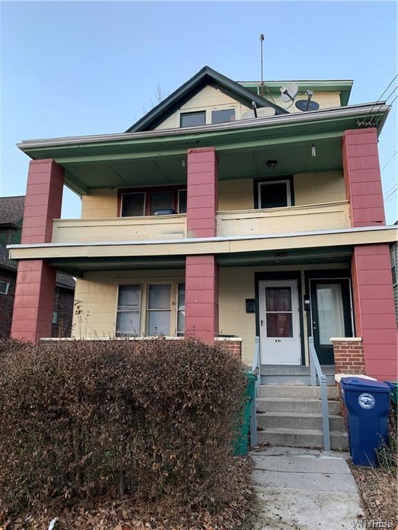 Photo of home for sale at 1424 Walnut Avenue, Niagara Falls NY