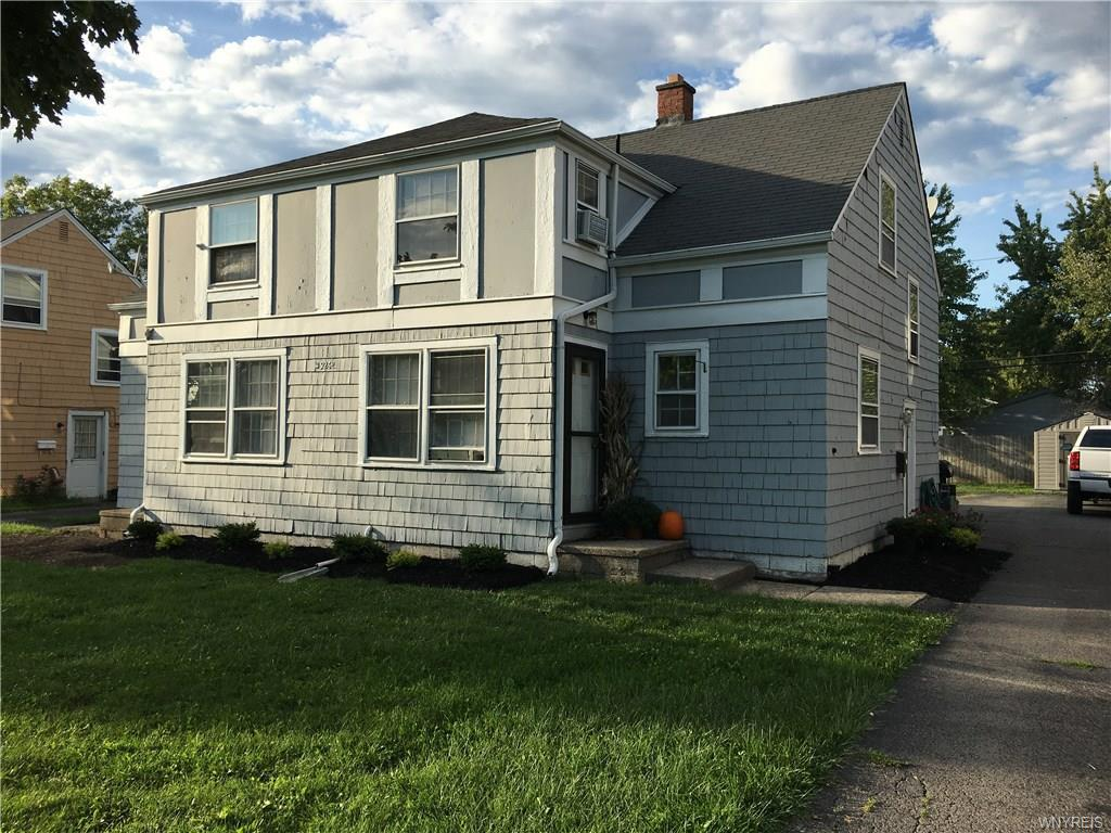Photo of home for sale at 926 Highland Avenue, Tonawanda-town NY