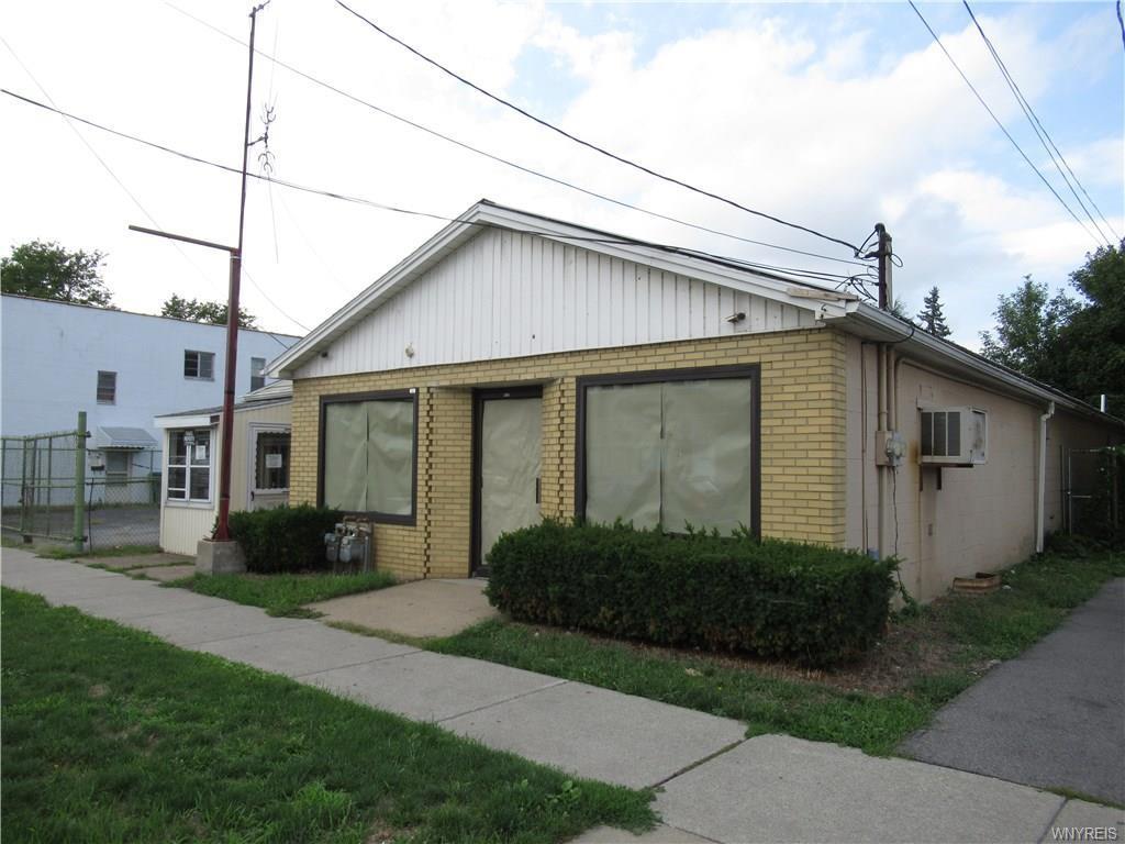 Photo of home for sale at 2318 Niagara Street, Niagara Falls NY
