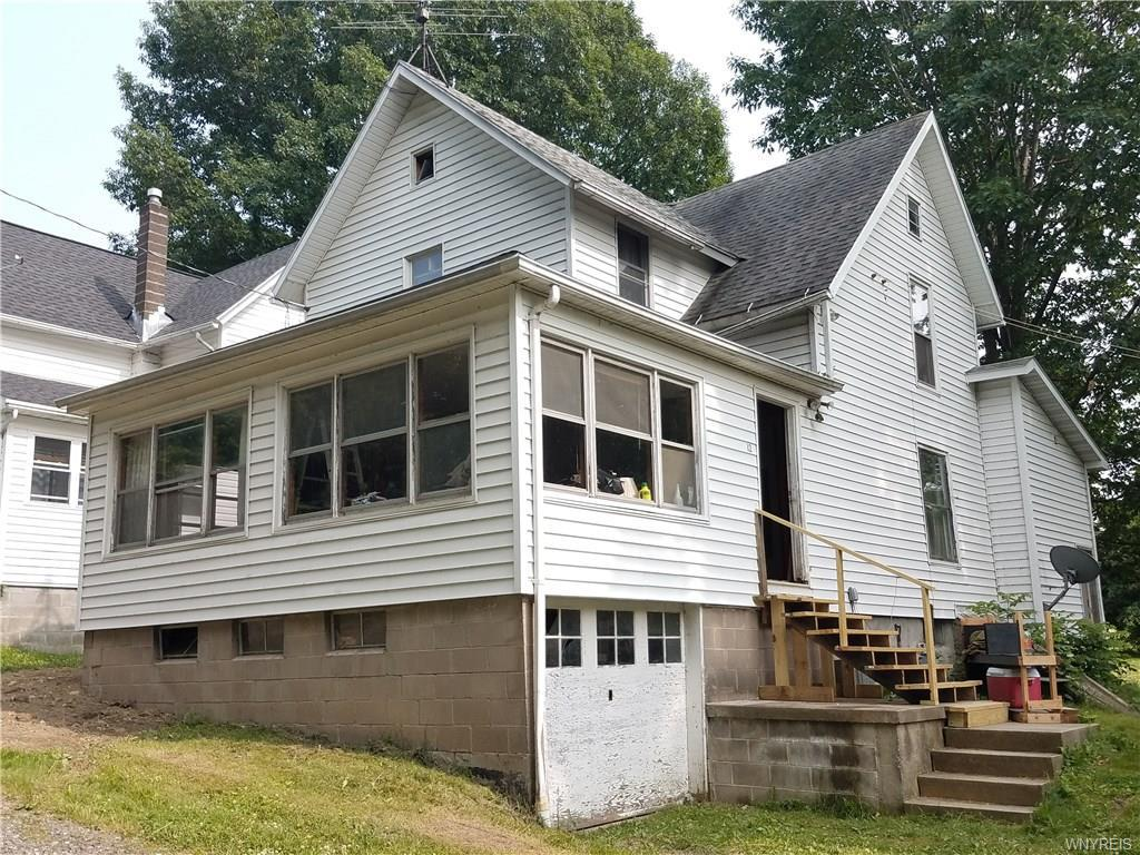 Photo of home for sale at 7046 12 Safford Avenue, Castile NY