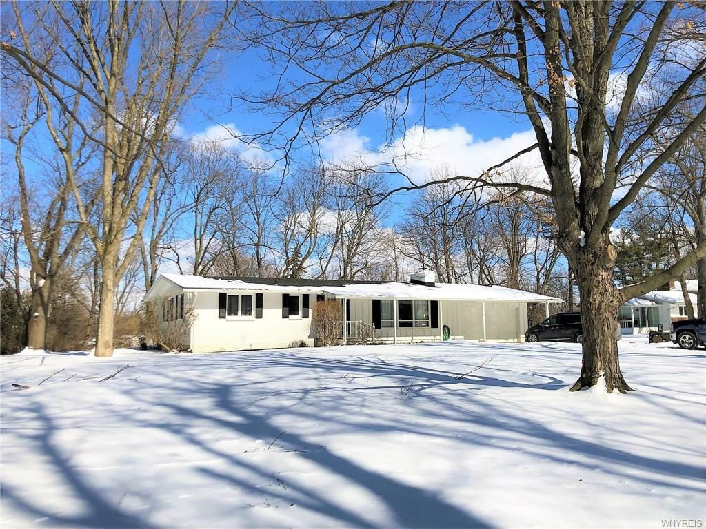 Photo of home for sale at 8624 Bonview, Clarence NY