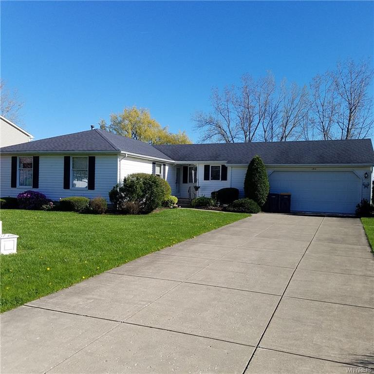 Photo of home for sale at 190 Continental Drive, Lockport-city NY