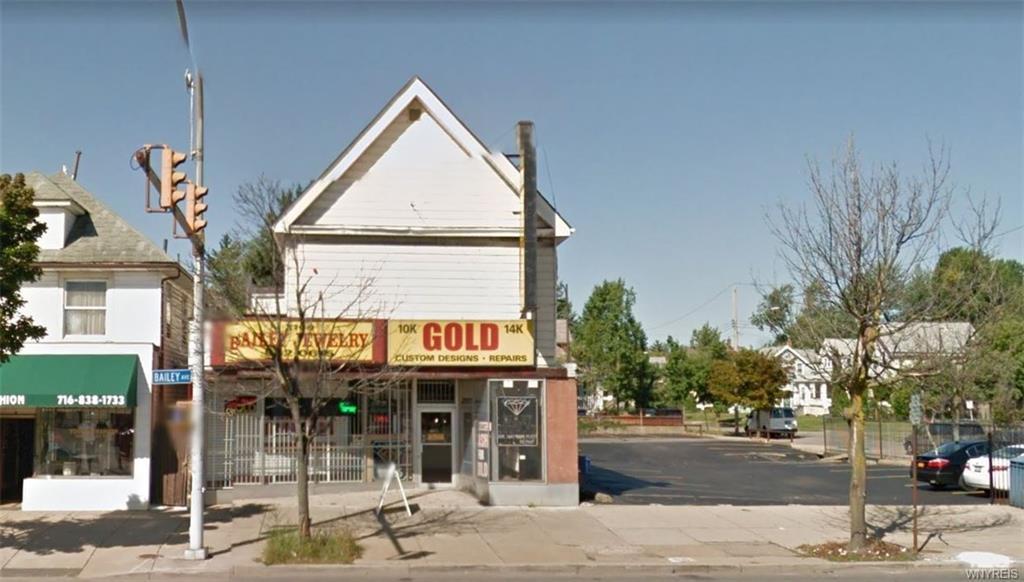 Photo of home for sale at 3098 Bailey Avenue W, Buffalo NY