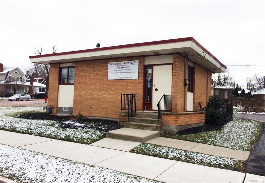 Photo of home for sale at 142 Niagara Falls Boulevard, Buffalo NY