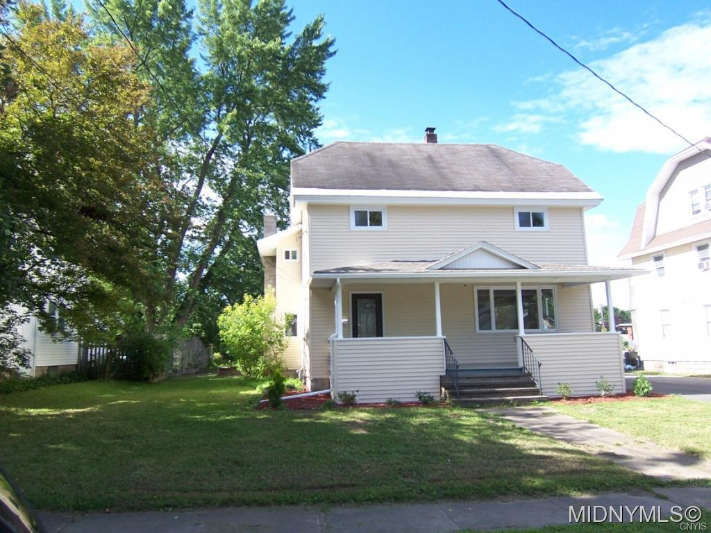 Photo of home for sale at 115 East Hinds Avenue, Vernon NY