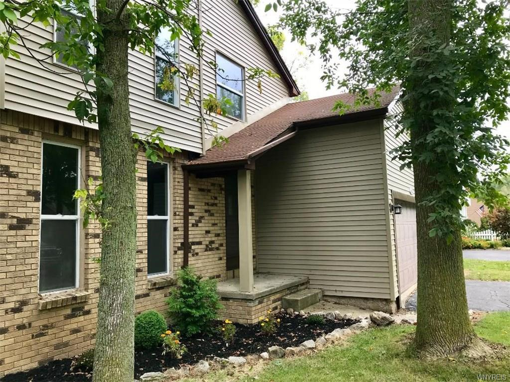 Photo of home for sale at 167 Brockmoore Drive, Amherst NY